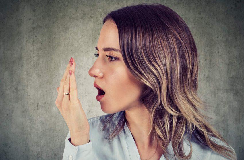 بوی بد دهان: ۶ علت و ۶ راه حل