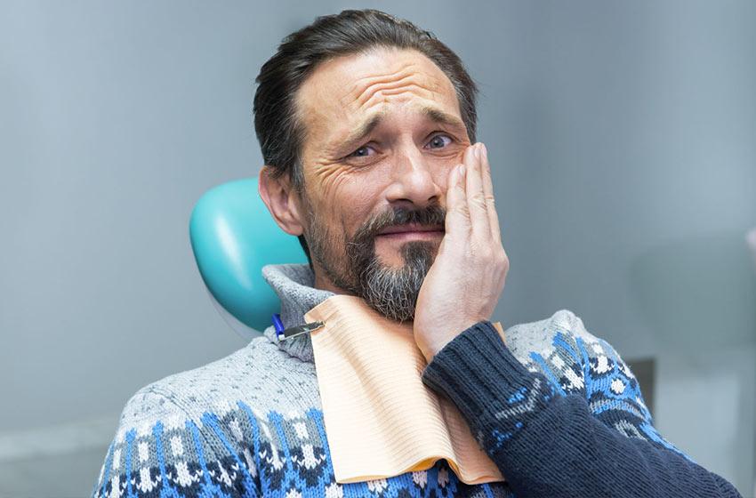 علائم خطر عفونت ایمپلنت دندان را جدی بگیرید